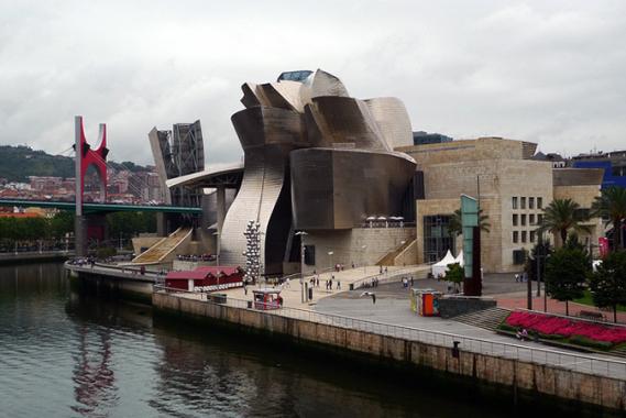 "Музей ""Гугeнхайм"" в Билбао."