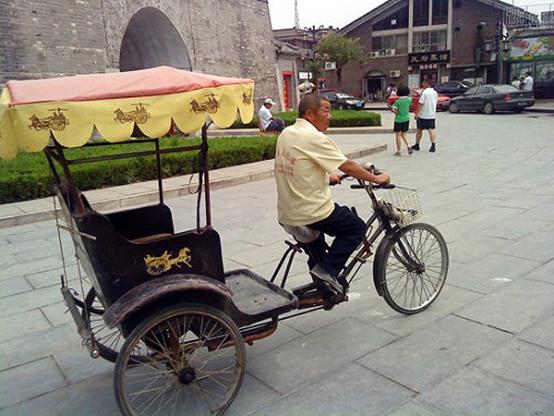 Велорикша в град Цюфу, Китай.