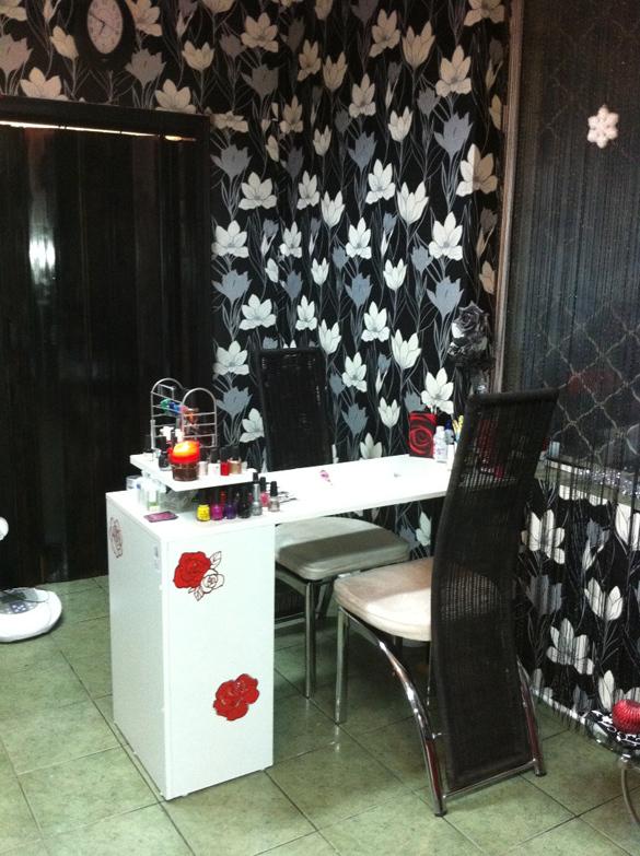 Beauty Studio Black &White