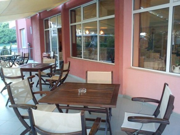 Семеен ресторант Chezarino